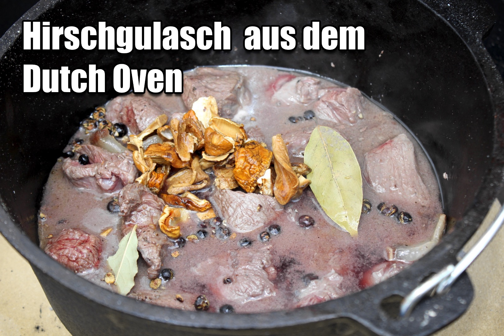 Hirschgulasch Dutch oven